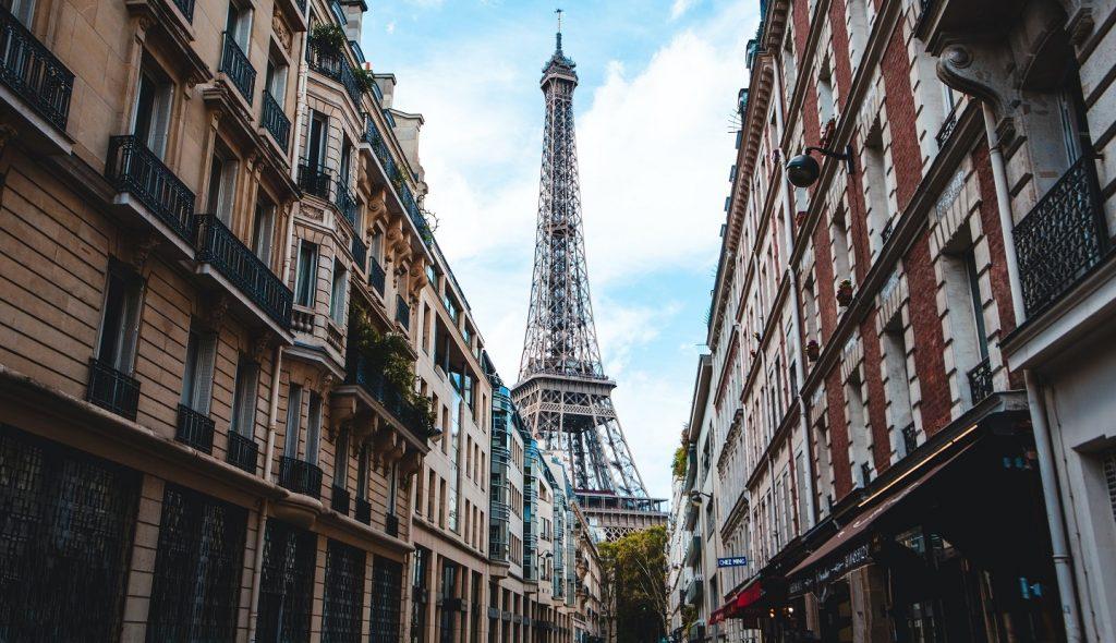 paris street view on eiffel tower