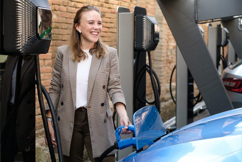 Quasar charging Nissan Leaf